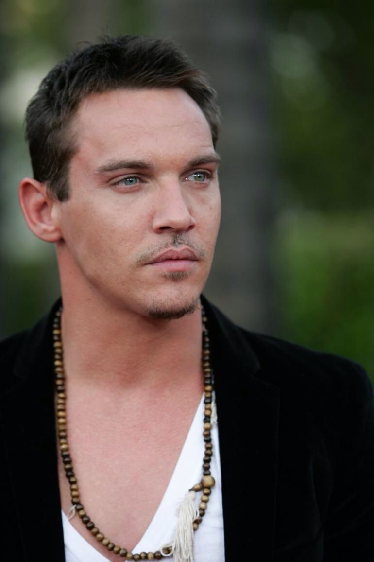 Image from http://s1.ibtimes.com/sites/www.ibtimes.com/files/styles/v2_article_large/public/2011/06/30/122134-rhys-meyers.jpg.
