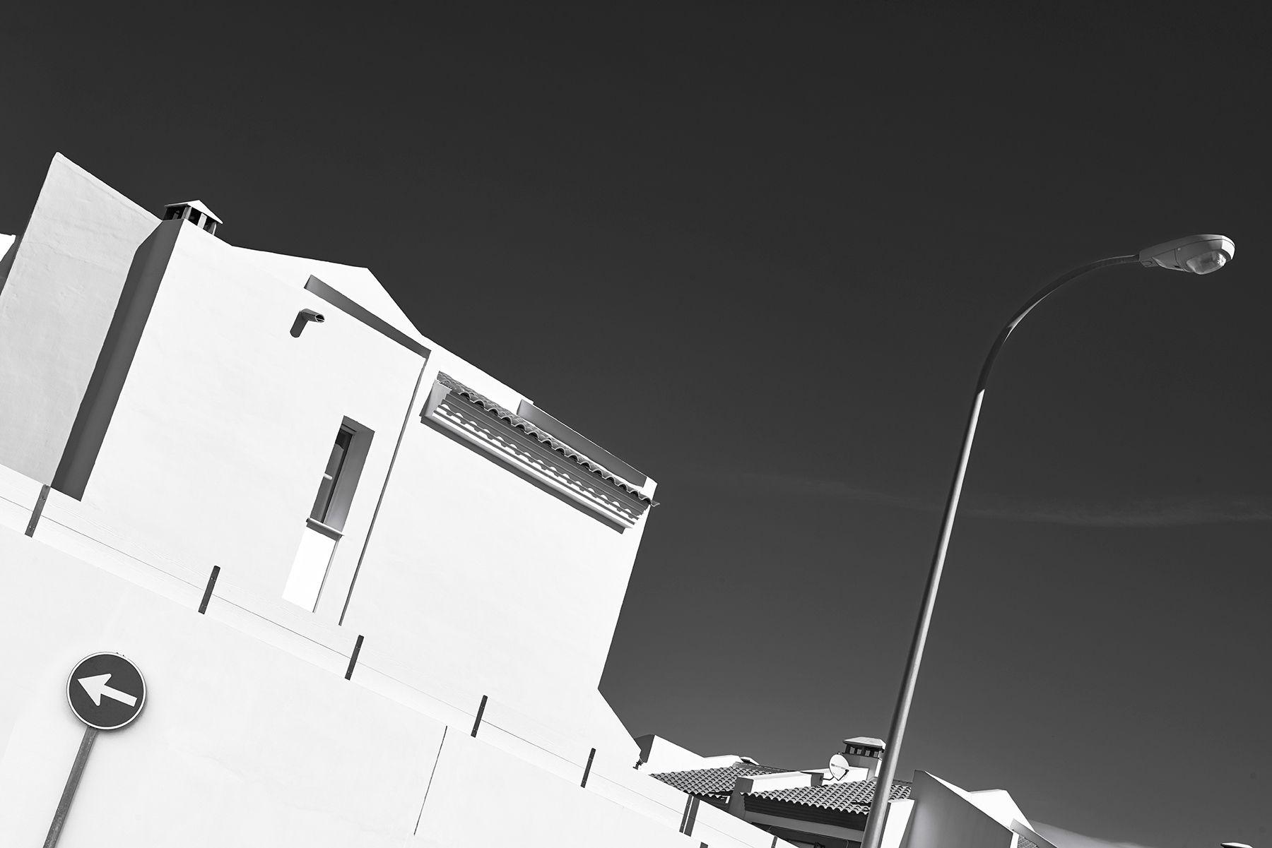 Blanco sobre cielo negro