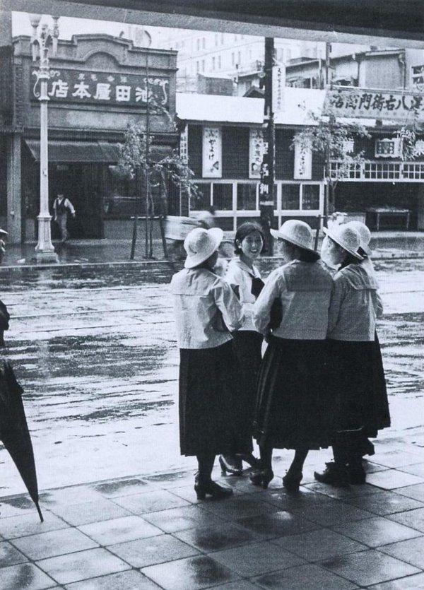 1935年(昭和10年)。雨の銀座3丁目。 | 戦前、写真、古い写真