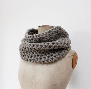 Image of Col au crochet taupe