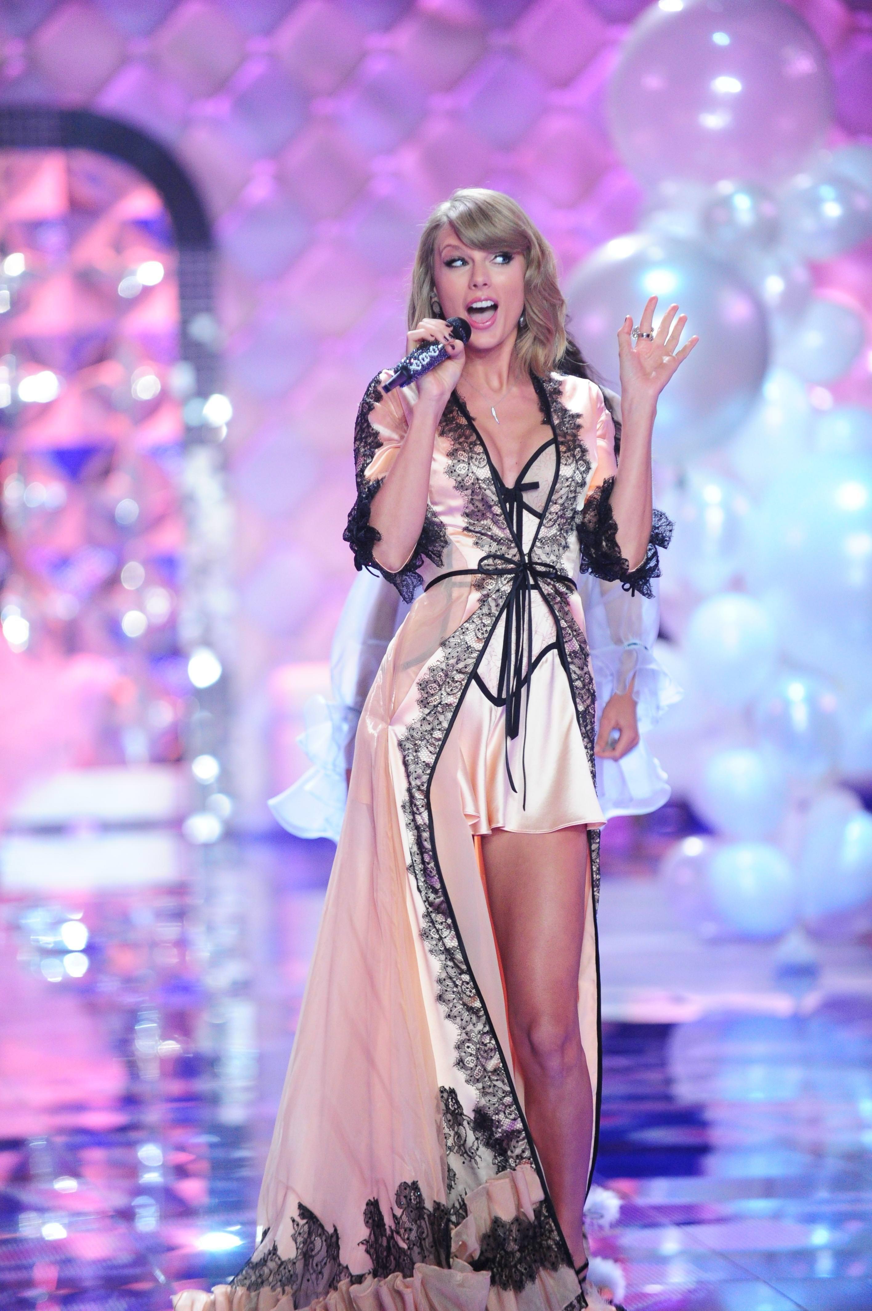 Pin on Taylor Swift Victoria's Secret.