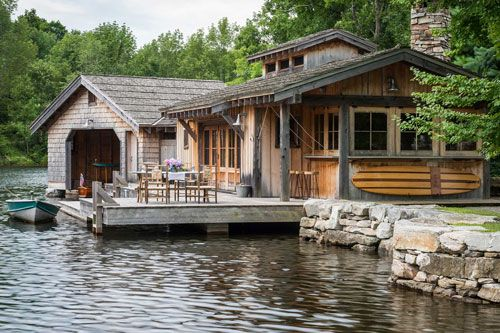 Waterfront Cabin Home Bar Design Hinges On View