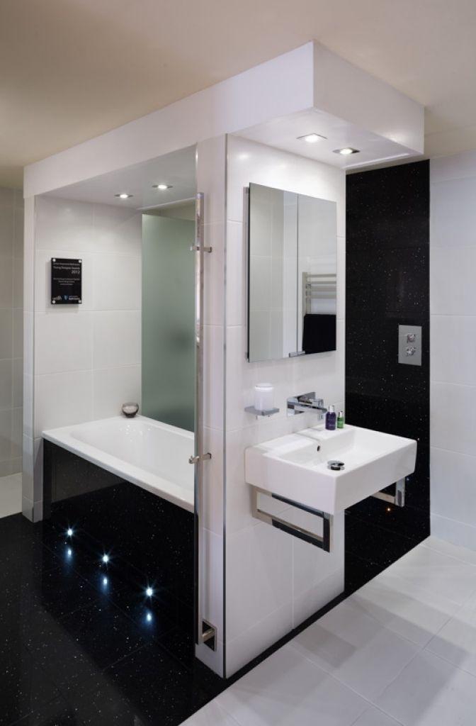 Badezimmer Design Showroom #Badezimmer #Büromöbel #Couchtisch #Deko
