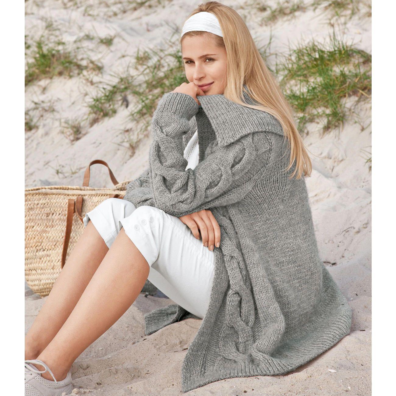 Modell 115/9, Leicht ausgestellte Jacke mit angenähten Blenden aus Clou von Junghans-Wolle « Damenjacken & Mäntel « Strickmodelle Junghans-Wolle « Stricken & Häkeln im Junghans-Wolle Creativ-Shop kaufen