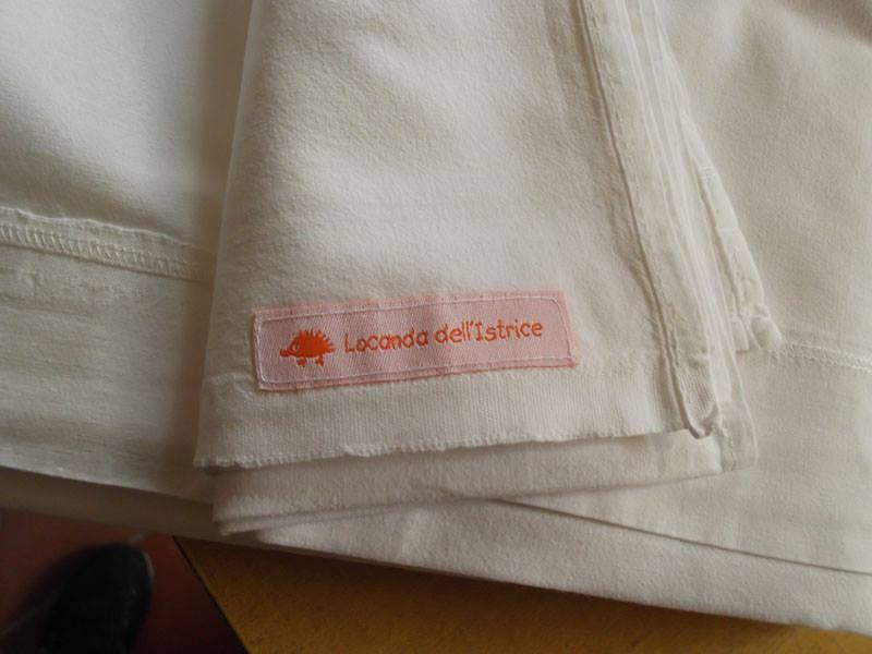 Locanda dell'Istrice - Restaurante, Camerino. Tovaglia con etichette tessute dei www.etichettanome.it  https://www.facebook.com/pages/Locanda-dellIstrice/206153574902