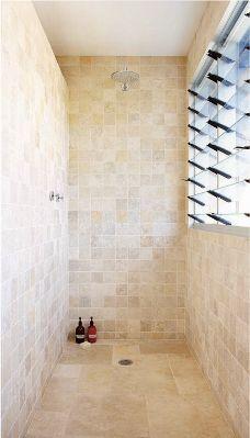 kleine natuursteen tegels voor in de badkamer | Natuursteen ...