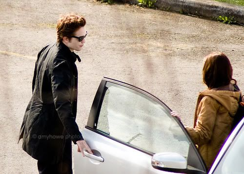 twilight when bella gets out of edwards car for the first