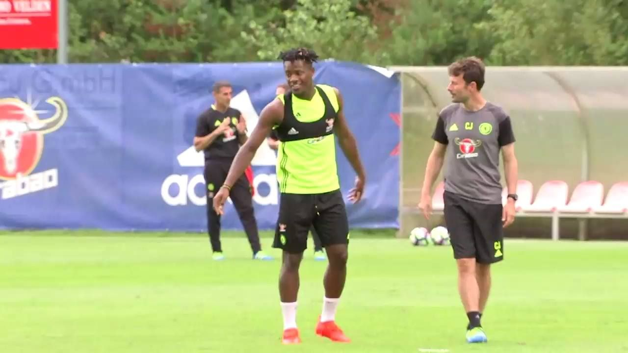 A first look at Michy Batshuayi in training!