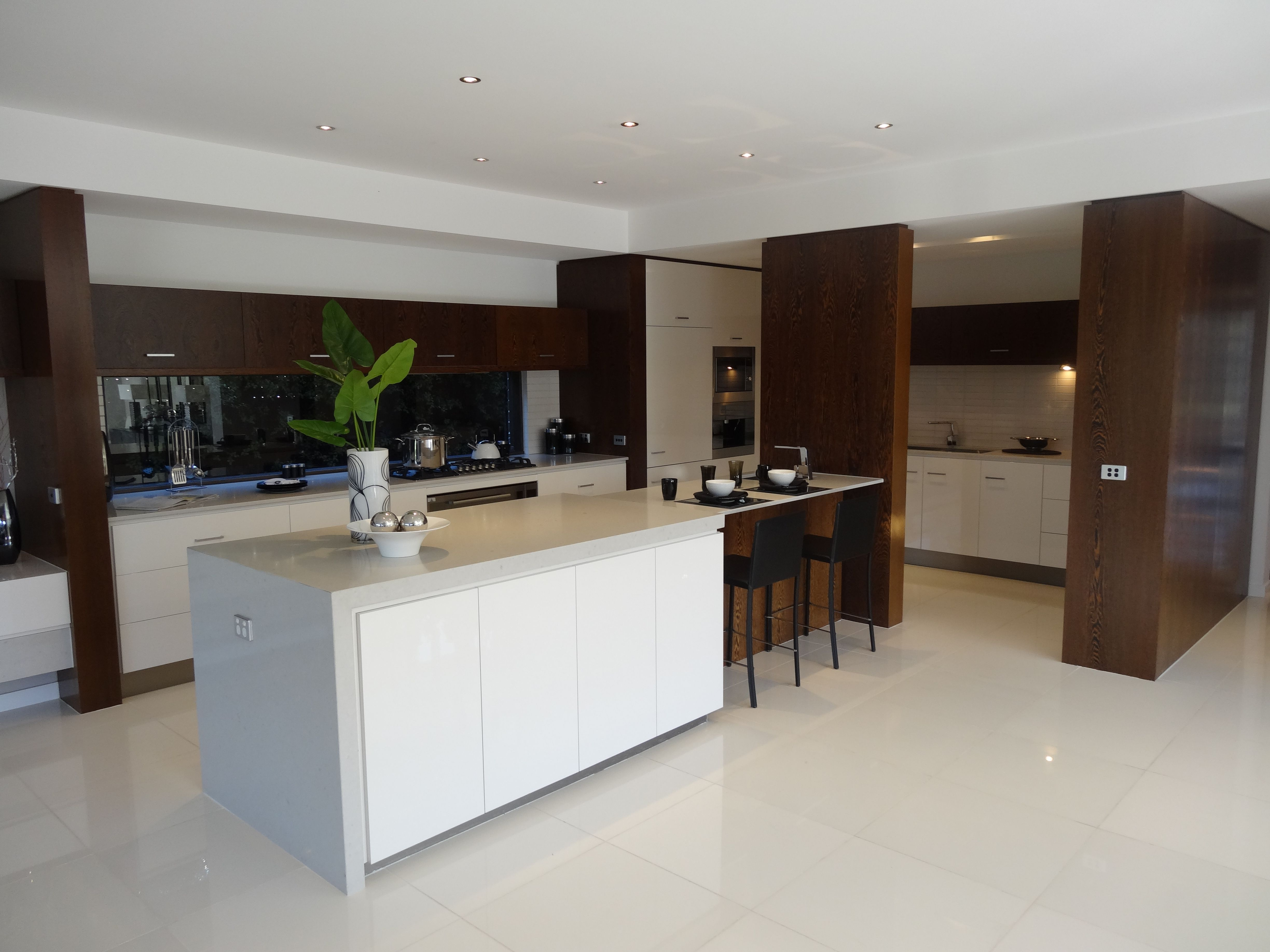 nobby design monets home and gardens. Lindrum Kitchen  2 Pac painted doors and panels in white with American Oak