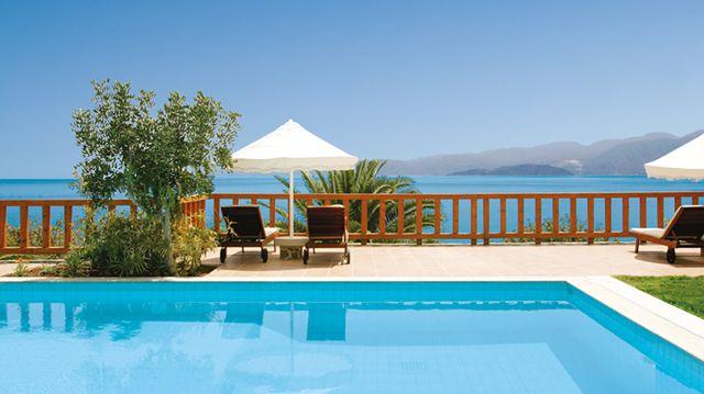 Sur l\u0027île natale de Zeus, l\u0027Elounda Mare Hotel et ses bungalows
