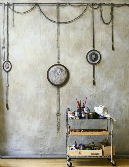 lia leuk interieur advieslovely interior advice hang my hm bronze cameo from chain on wall