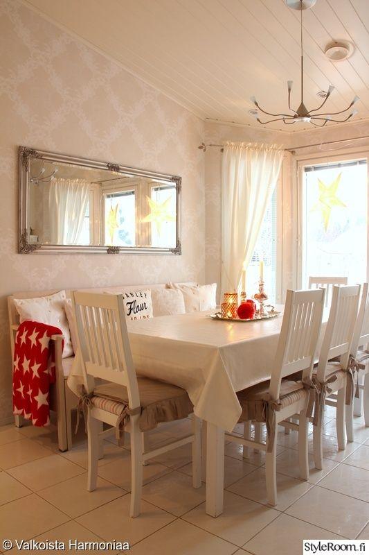 punainen keitti peili valkoinen ruokailutila kitchen pinterest. Black Bedroom Furniture Sets. Home Design Ideas