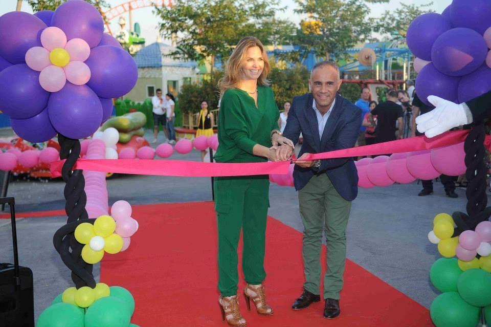 Genoveva Casanova y Jose Asenjo, nuestro director inauguran ''Academia de pilotos Baby Looney Tunes'' ¡Toda Vuestra!