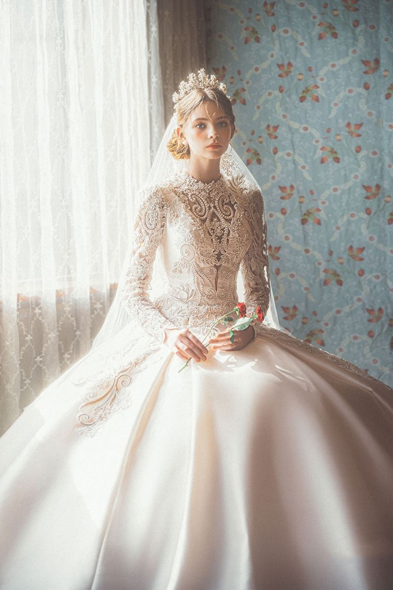 15 Statement Making White Winter Wedding Dresses With Sleeves Victorian Style Wedding Dress Wedding Dresses Unique Ball Gowns Wedding [ 1200 x 800 Pixel ]