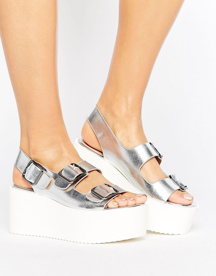 Get this Pull&Bear's wedges now! Click for more details. Worldwide  shipping. Pull&Bear Metallic