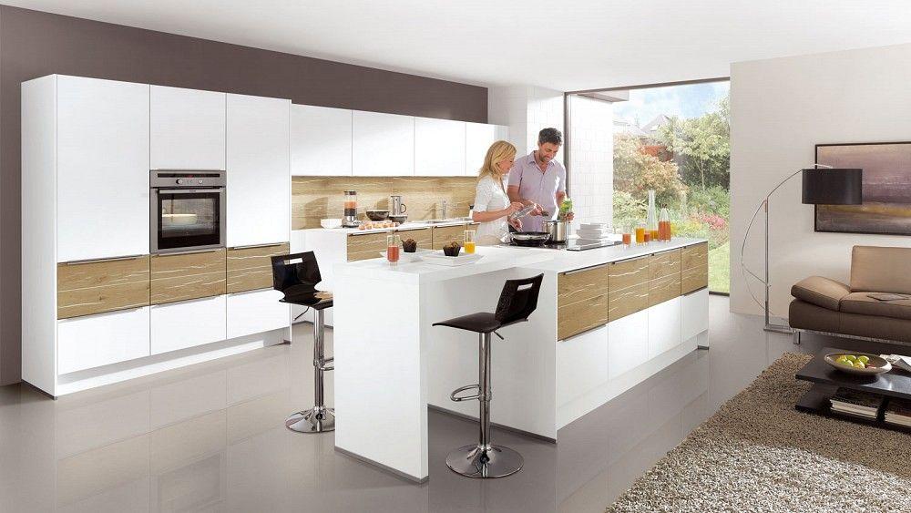 Luxe woonkeuken met groot kookeiland Afbeelding 1 van 2