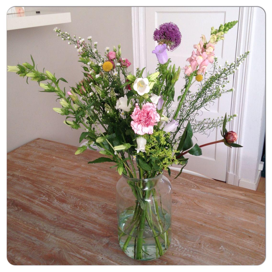 BLOOMON 4 JUNI #campanula #lysianthus #pioenroos #sierui #freesia