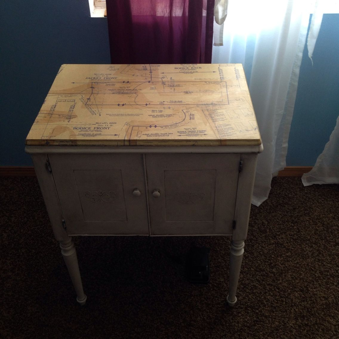Vintage Singer Sewing Machine and cabinet painted in antique white ...