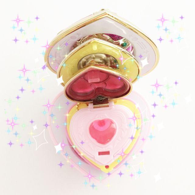 Nesting cosmic heart brooches to satisfy the moonie in you.   #anime #animelovers #candycandy #creamymami #studioghibli #mahoukei #magicalgirl #fairykei #lolitafashion #kawaii #harajuku #morigirl #sailormoon #mahoushoujo #majokko #moonie #pastelgoth #cosplay #pastelkei #sweetlolita #kawaiikei #japanesestreetfashion #softgrunge #cardcaptorsakura