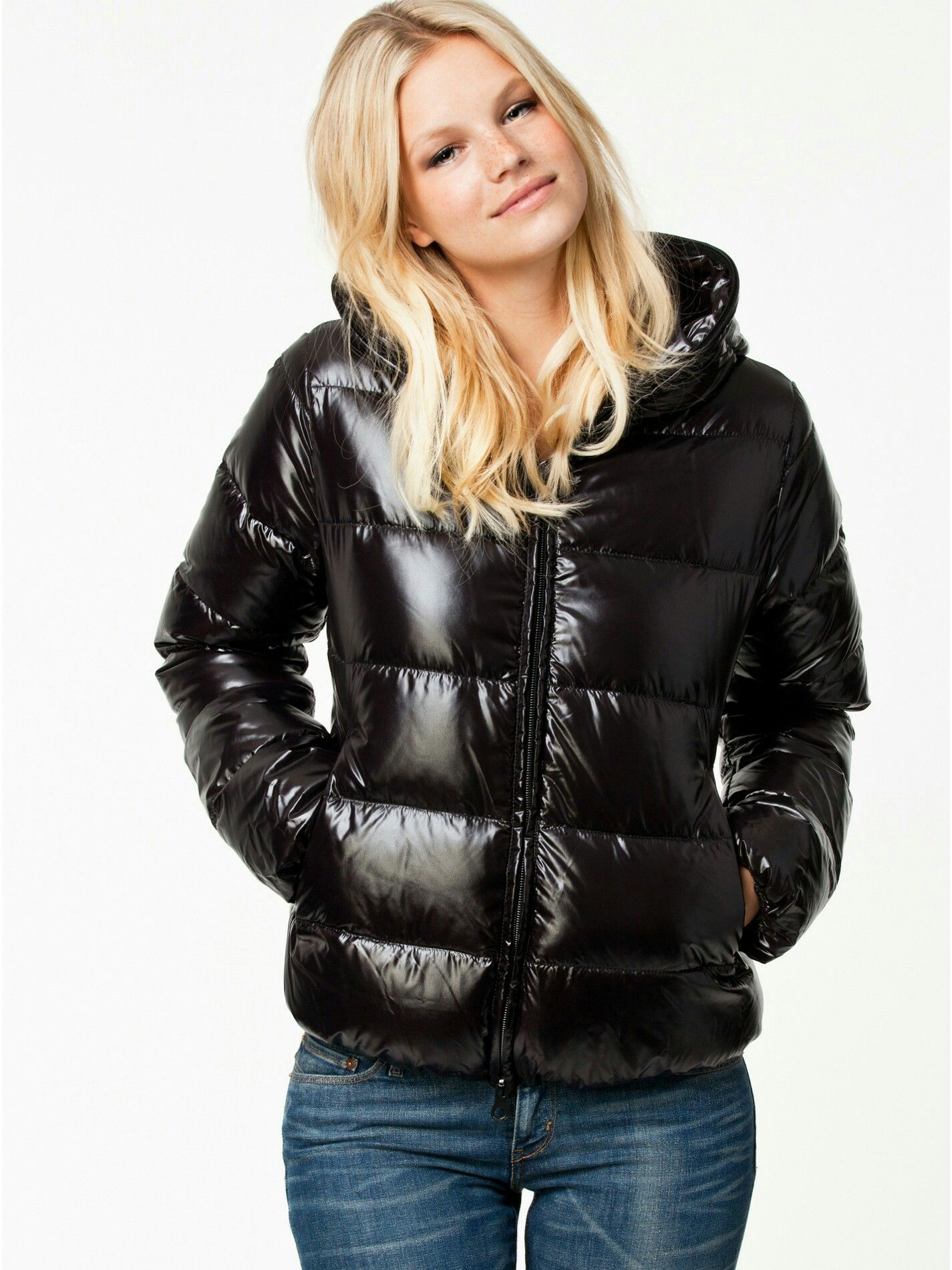 competitive price 536e4 8dd3d Pin von Ron auf Those beautiful girls in there down jackets ...