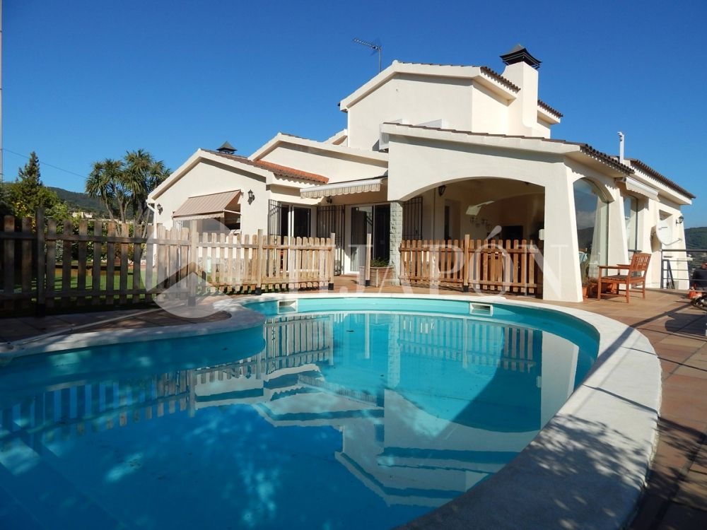 Luxury property in Alella for sale with incredible sea