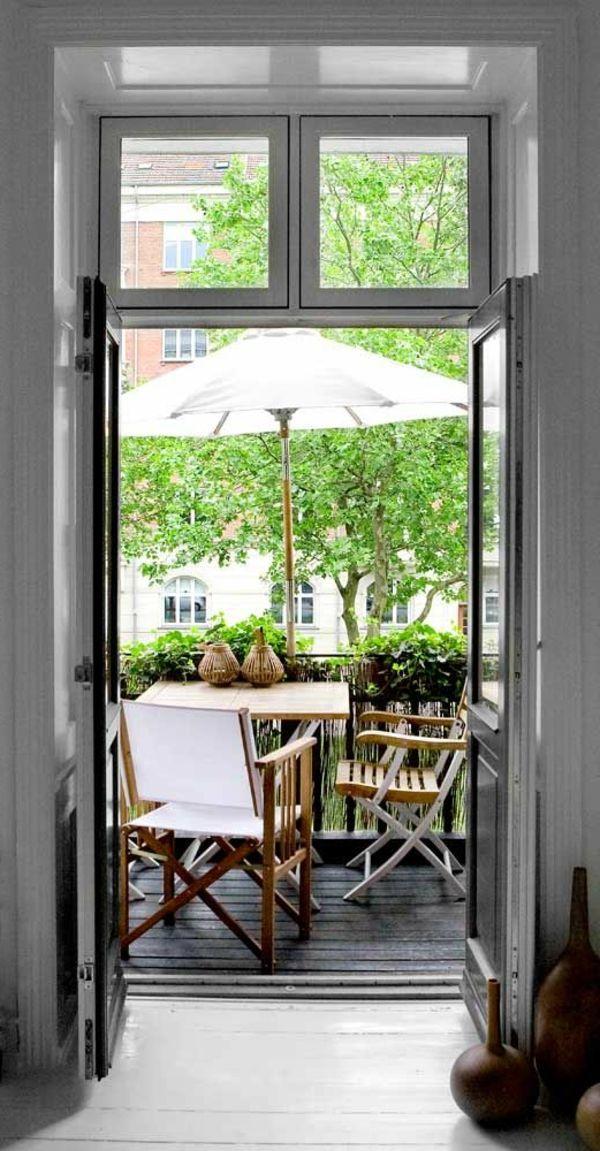 kleinen balkon gestalten laden sie den sommer zu sich ein balkonm bel balkonpflanzen. Black Bedroom Furniture Sets. Home Design Ideas