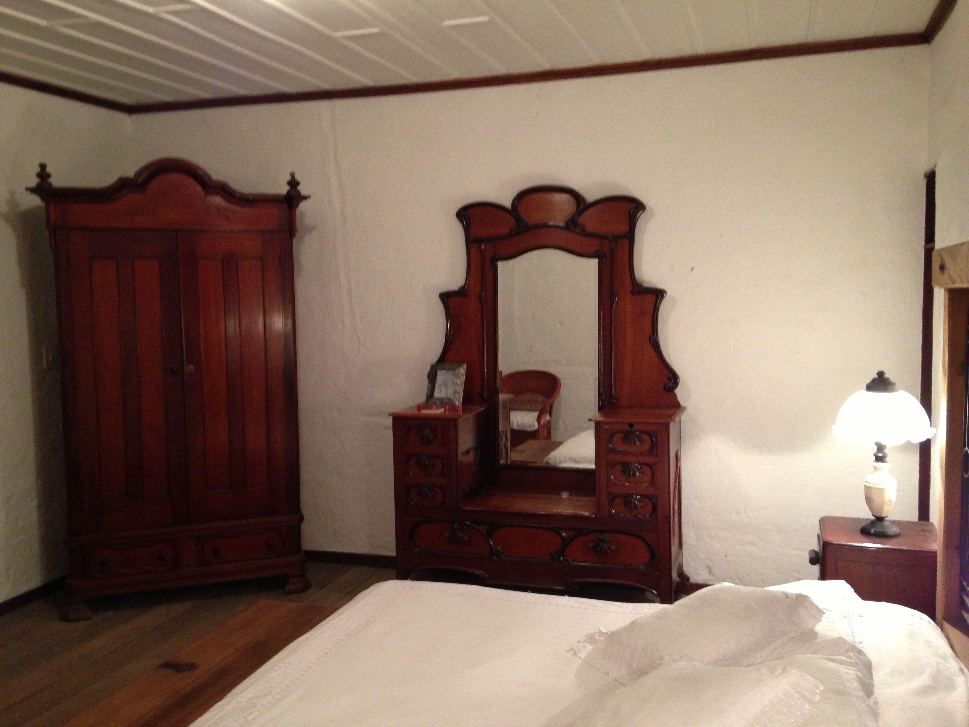 Habitacion Clasica Blanca Lenceria De Lujo Muebles Antiguos Un  # Muebles Duquesa