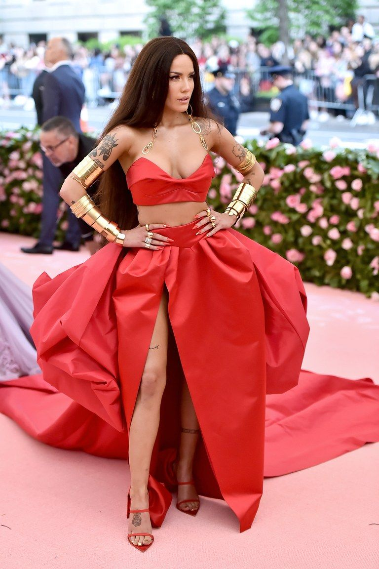 See Lady Gaga S Epic Met Gala Entrance And The Look That Launched 1 000 Memes Met Gala Looks Met Gala Red Carpet Fashion