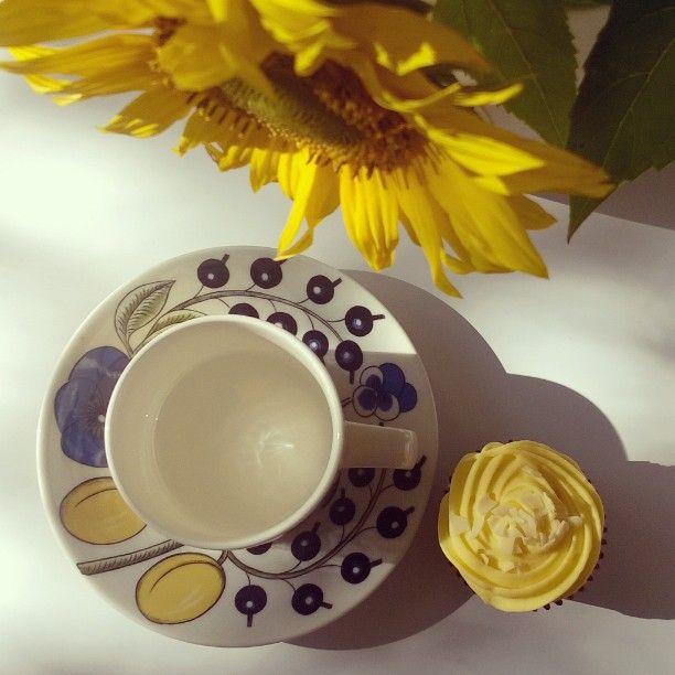 Time for coffee. Päiväkahvi tippumassa. Ja viikon eka herkku (-1 p)  #coffeetime #coffee #decor #arabiafinland #paratiisi #muffinssi #muffin