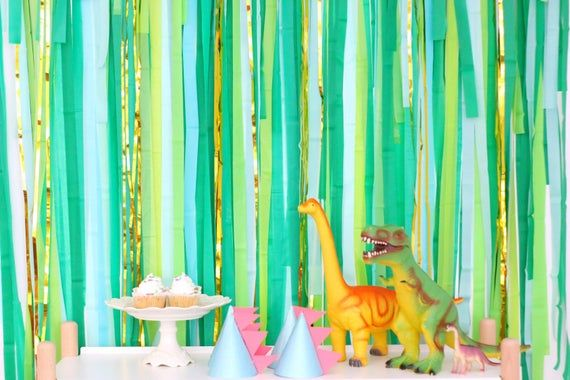 Streamer Backdrop, Fringe Backdrop, Jungle Party Decorations, Tropical Party Backdrop, Dinosaur Party, Safari Party