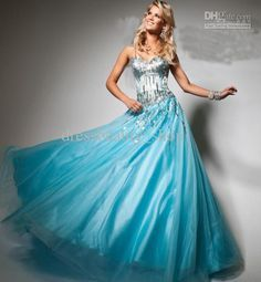 Frozen inspired prom dress...YES PLEASE