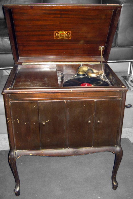Collectible Phonograph Records | Uhuru Furniture & Collectibles: Victrola  Record Player with Crank . - Collectible Phonograph Records Uhuru Furniture & Collectibles