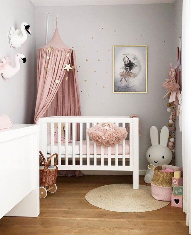 Une déco rose dans la chambre de bébé