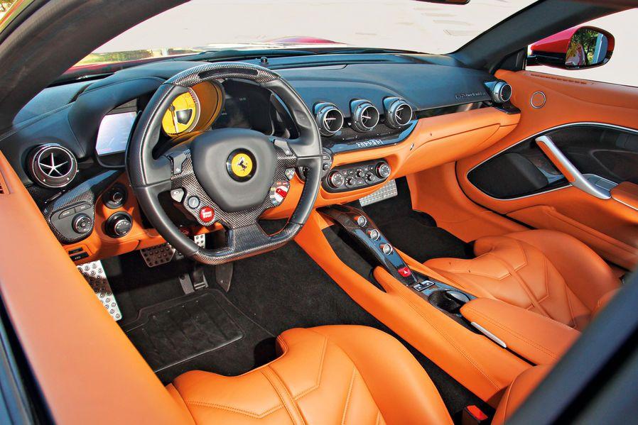 Ferrari F12 im Fahrbericht Aircraft, Pilot