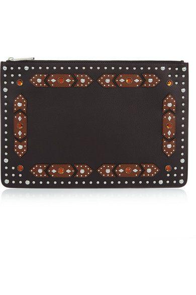 Cuir texturé noir (veau)  Appliqués en cuir marron, cristaux ambre, clous argentés  Entièrement doublée de toile noire  Fermeture à glissière sur le dessus  Livrée dans une housse de protection