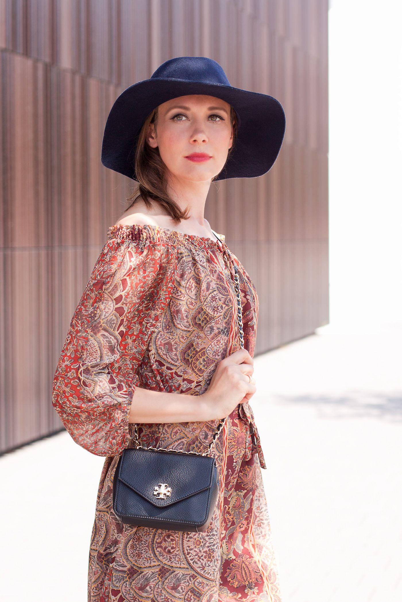 Outfitpost 'Bohème Chic' with a print dress, Heels, a Tory Burch bag and my favorite hat.