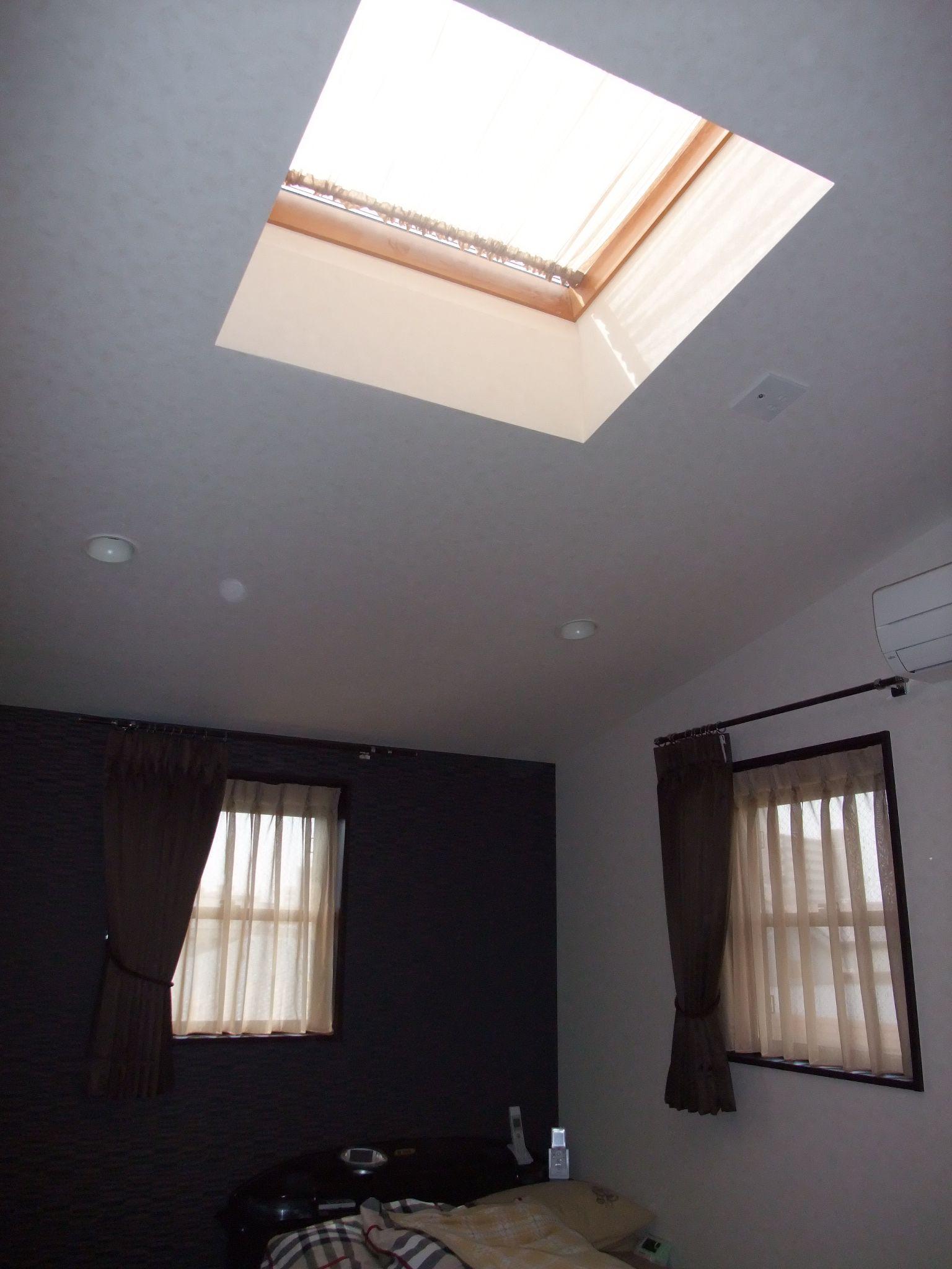 天窓 カーテン でお部屋をデザイン デコ の Happy インテリア 天窓 カーテン 天窓 天窓 ブラインド