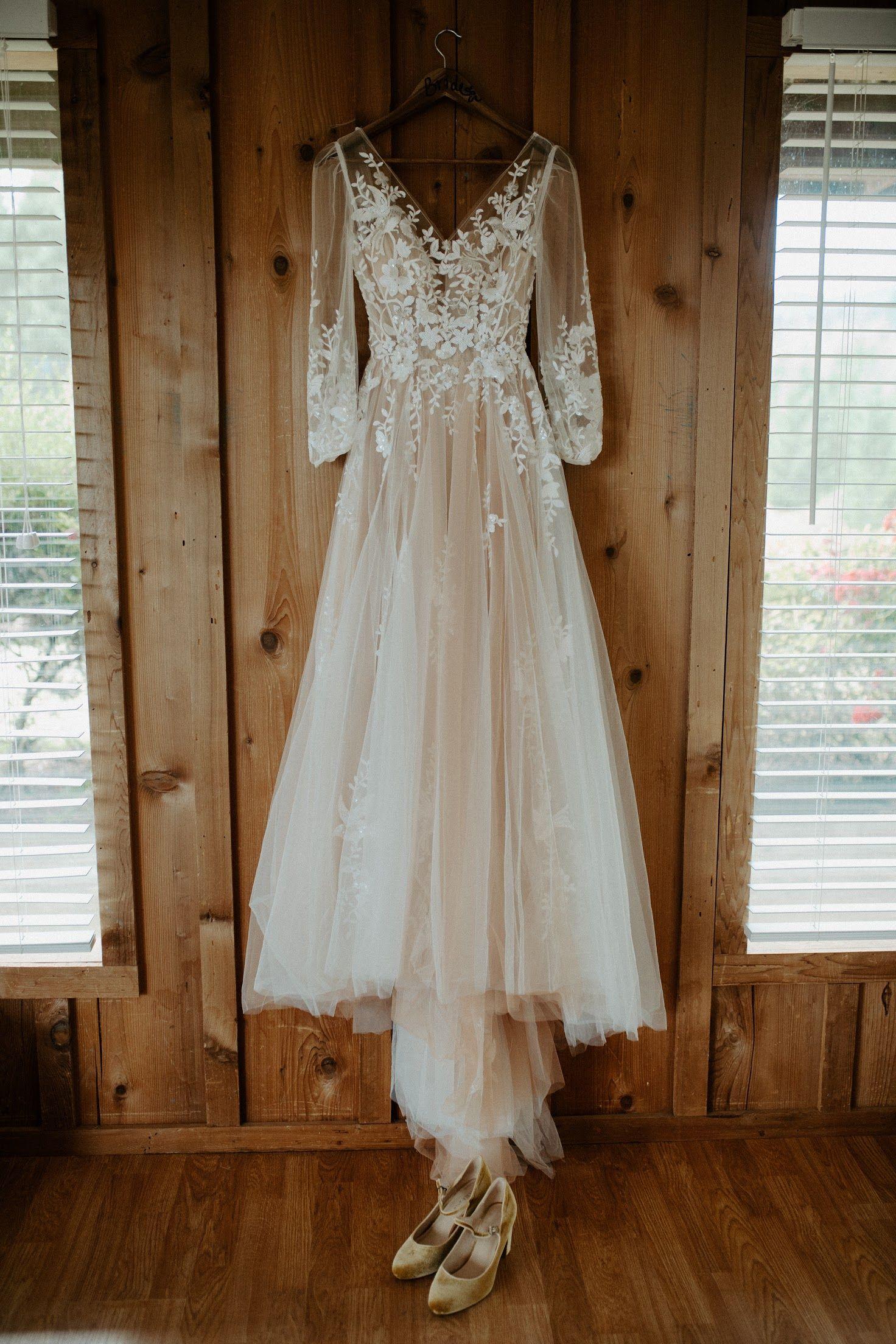 Willowby Wedding Dress Wedding Dresses Velvet Wedding Dress Girls Boho Dress [ 2208 x 1472 Pixel ]