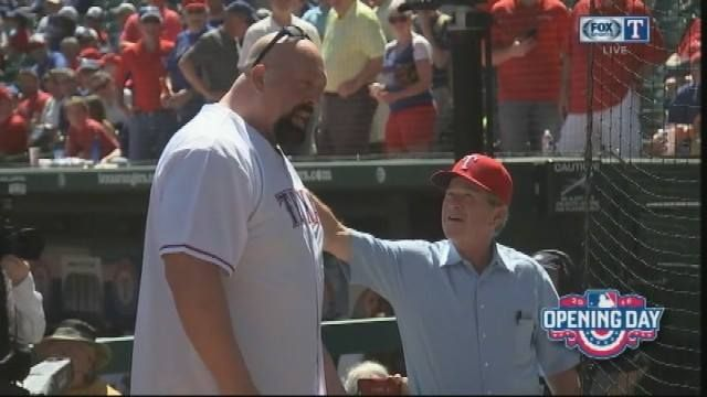Quite the sight.... Former President George W. Bush meets WWE's Big Show #4theRangers