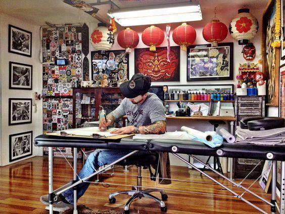 8d3db127f93f89e86ce2d56b2d8473bb Jpg 564 423 Tattoo Studio Tattoo Studio Interior Tattoo Shop Decor