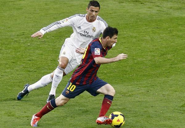 Messi x Cristiano Ronaldo em 2014/15:  Jogos: 33 x 33 Gols: 35 x 36 Assistências: 18 x 14