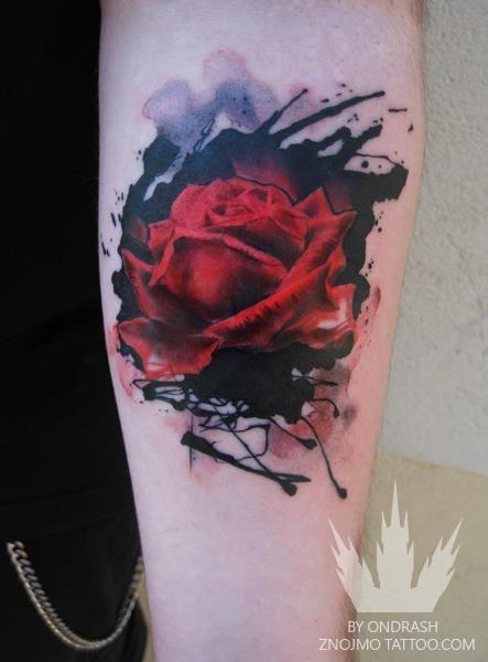 Rose Tattoo acuarela diseño en piel flor de la pasión del arte corporal