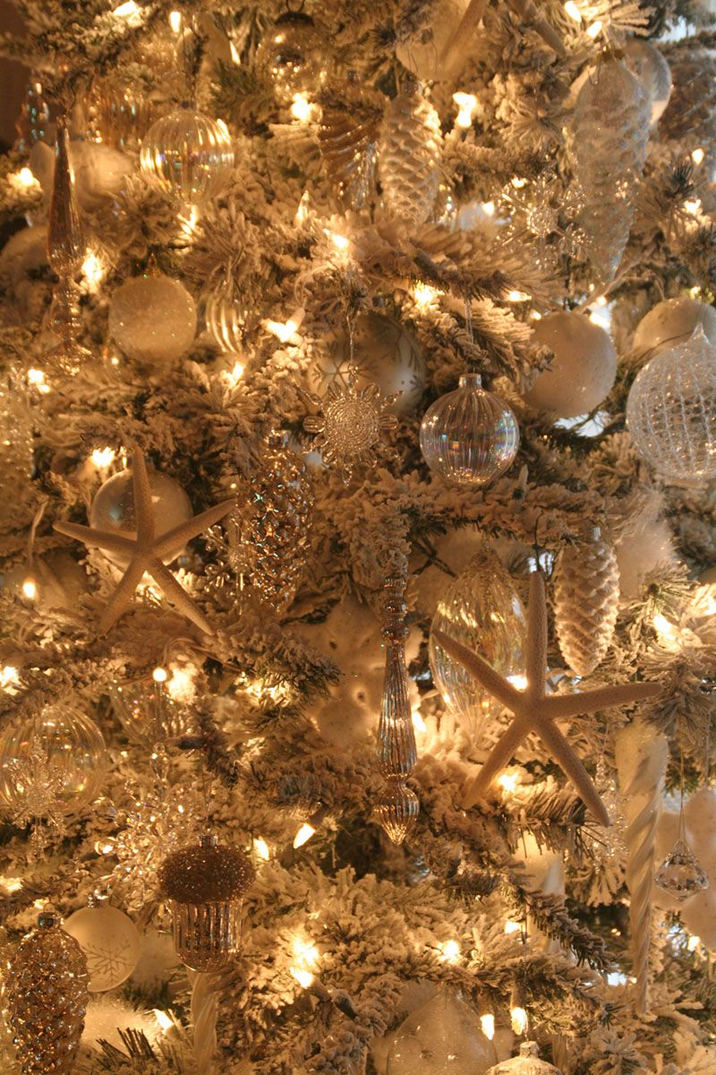 A close up of our 2011 Livingroom Christmas Tree