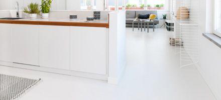Läpivärjätty, nopeasti kovettuva ja kuivuva sementtipohjainen Design lattia. Kerrospaksuus 2-10 mm (suoralla alustalla tyypillisesti 3-5 mm).weber.floor CASA - Saint-Gobain Weber Oy Ab