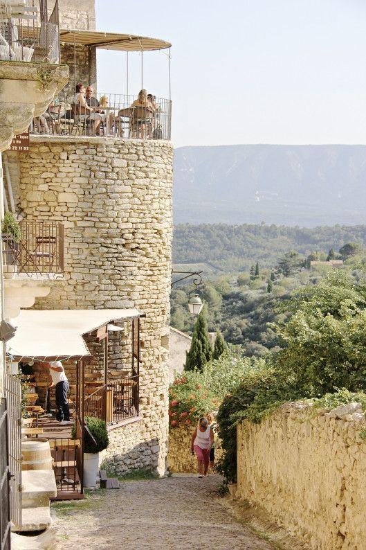 Gordes en la provenza francesa casas de piedras y calles de adoquines campo casas - Casas en la provenza ...