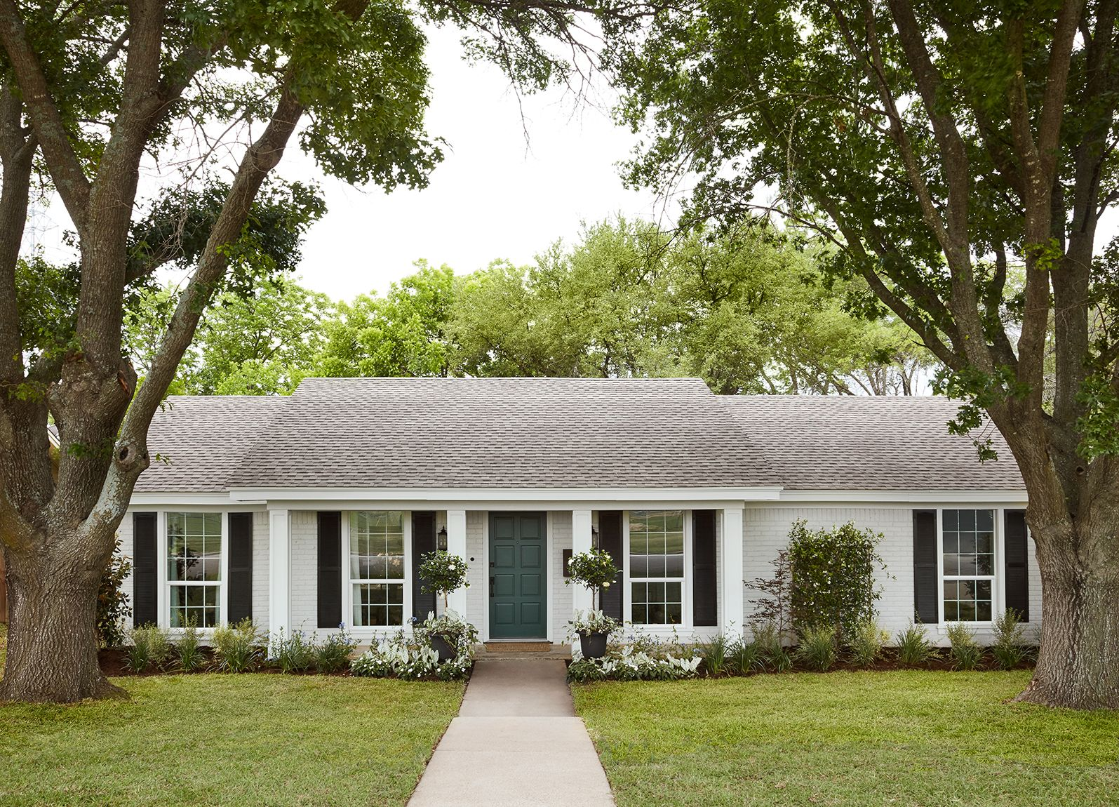 Episode 8 Season 5 Hgtv S Fixer Upper Chip Jo Gaines Ranch House Exterior Home Exterior Makeover House Exterior