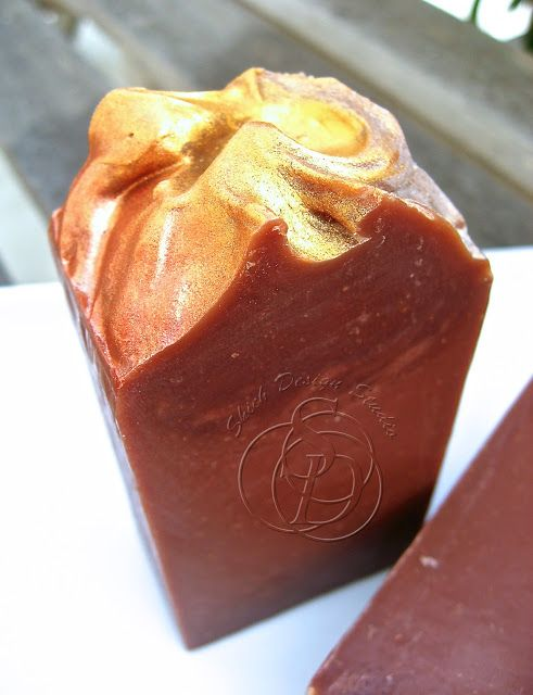 How to Fancy Up a Vanilla soap--gold mica