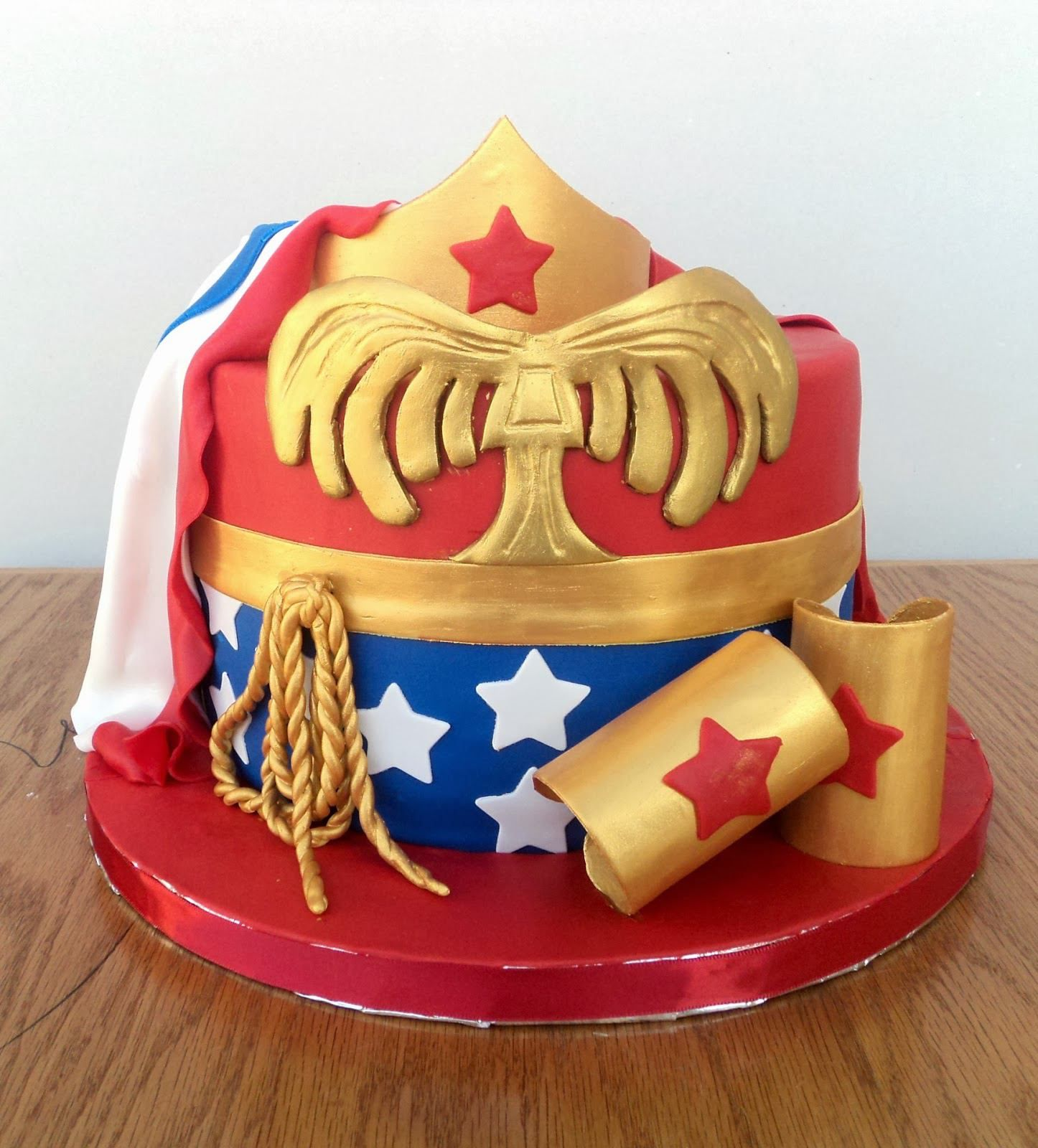Wonder Woman Party Supplies Deluxe Pack Its Wonder Woman Inspired
