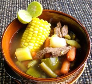Guiso imprescindible para los que no les gusta cocinar: Caldo de res: Sabroso, hermoso, nutritivo y aromático -- el caldo de res posee todas las virtudes más importantes de un buen platillo.