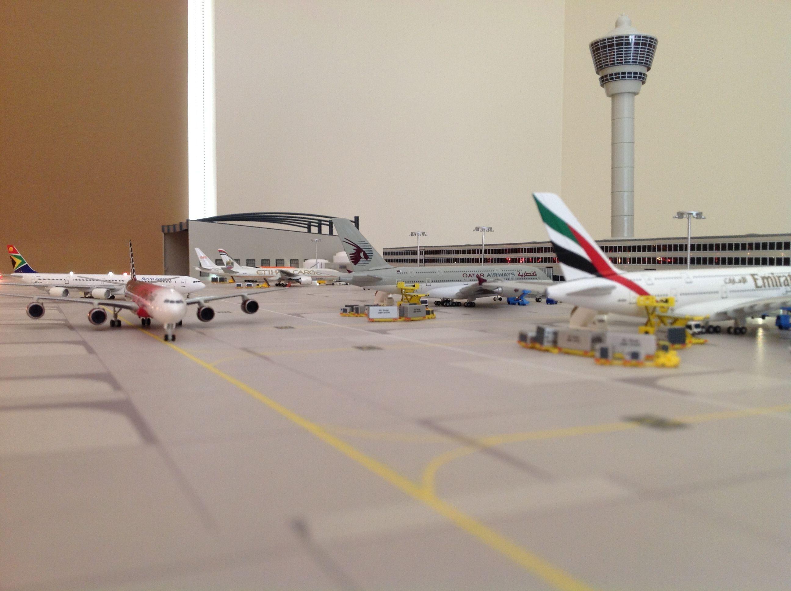 Herpa 1 500 Airport Diarama Airport Scale Models Passenger Jet